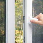 Правильно выбранный материал для оконной конструкции позволит вам создать комфортные условия проживания в квартире