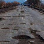 На Закарпатье дорогу ремонтируют до проведения тендера