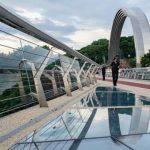 Стеклянный мост открыли для посетителей
