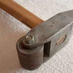 Курьезы: для чего нужен молоток с колесом