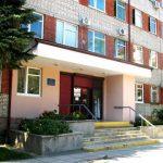 Во львовской поликлинике заменят 54 двери