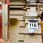 Курьезы: в Киеве на ул. Прорезной в старом доме есть уникальный лифт на одного человека
