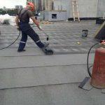 Строители не спешат ремонтировать харьковские крыши