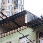 На памятнике архитектуры начали демонтаж незаконной надстройки