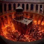 Схождение Благодатного Огня: божественное чудо или ловкий пиротехничекий фокус. Фото и видео