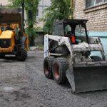 В Соломенском районе заасфальтировали половину придомовой территории