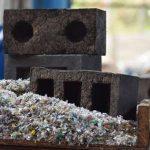 Строительный кирпич создали из отходов и пластика