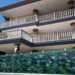 Курьезы: как построили единственный в мире забор-аквариум. Фото и видео