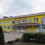 У линии фронта строят стадион и ремонтируют больницу со школой