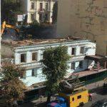 На Саксаганского без разрешения сносят дом