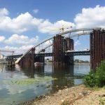 Местные продолжают блокировать строительство Подольского моста