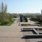 В Мариуполе всем миром реконструируют парк
