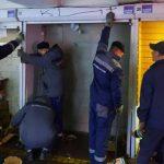 Возле станции метро разобрали незаконные торговые павильоны
