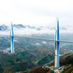 В Китае построили «мост-небоскреб». Видео