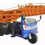 В Китае построили автокран на мопеде с вылетом стрелы 32 метра. Фото