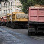На загруженных центральных улицах наводят порядок